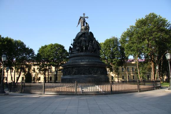 Памятник из цветного гранита Новгородский Кремль Лампадка из лезниковского гранита Северо-Курильск